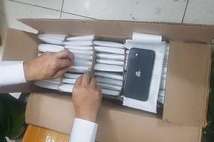 Phát hiện gần 800 chiếc điện thoại iPhone không rõ nguồn gốc gửi qua đường hàng không
