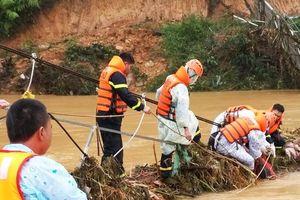Thi thể cuối cùng trong nhóm du khách gặp nạn ở Lâm Đồng mắc kẹt dưới cầu sập