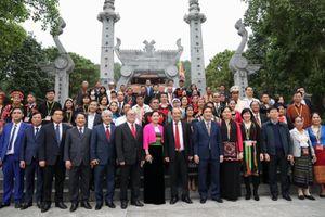 Đoàn đại biểu dự Đại hội các dân tộc thiểu số dâng hương tưởng niệm các Vua Hùng