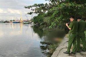 Thi thể nữ trôi trên sông, không mặc áo