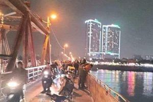 Cô gái nhảy cầu Long Biên: Bỏ lại giấy khám thai