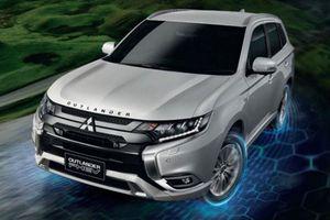 Mitsubishi Outlander PHEV từ 1,25 tỷ đồng, 'ăn' xăng ít hơn xe máy