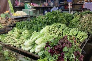Giá thực phẩm hôm nay 3/12: Rau răm hút hàng, tăng giá