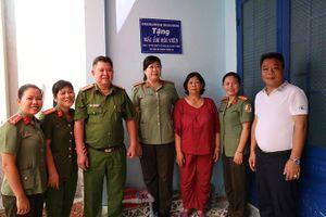 Công an Tây Ninh tặng 'Mái ấm hội viên' cho người phụ nữ nghèo