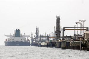 Giá dầu thế giới tăng khi OPEC+ nới lỏng mức cắt giảm sản lượng