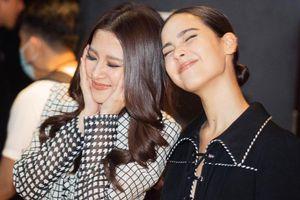 Baifern Pimchanok hóa 'fan nữ' siêu đáng yêu khi Yaya Urassaya đến ủng hộ phim điện ảnh mới