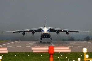 Chuyến bay kỷ lục qua hai cực trái đất của An-124 Ruslan