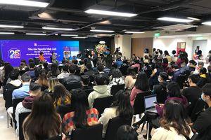 Xếp hàng xin chữ ký nhà văn Nguyễn Nhật Ánh kỷ niệm 25 năm 'Kính vạn hoa'