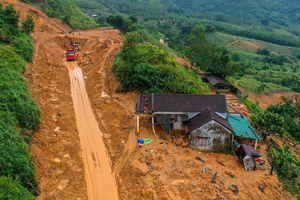 Vì sao vùng cao Quảng Ngãi liên tục sạt lở núi?