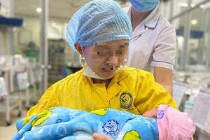 Bộ trưởng Bộ Y tế khen ngợi 2 bệnh viện cứu sống sản phụ mang thai