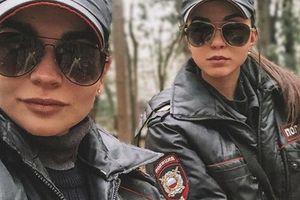 Chân dung hoa khôi cảnh sát Nga có tài năng cưỡi ngựa