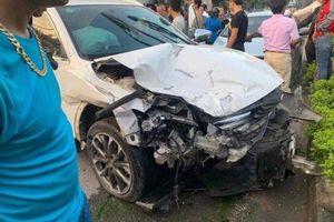 Kinh hãi cảnh tượng ôtô con gây tai nạn liên hoàn
