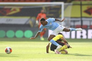 Sterling trở thành 'vua kiếm penalty' trong lịch sử Premier League