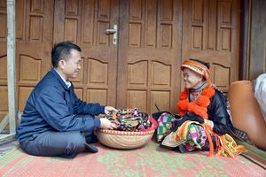 Bắc Kạn: Trang phục của đồng bào Dao đỏ Bản Cuôn - Rực rỡ sắc màu, đậm nét truyền thống