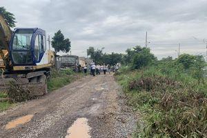 Người dân Tân Cang mòn mỏi chờ con đường đón Tết
