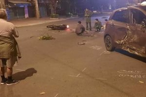 Nam thanh niên ngã văng xuống đường tử vong sau cú đâm mạnh vào ô tô