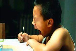Bài Toán: 'Con 8 tuổi, bố gấp 3 lần tuổi con. Hỏi bố bao tuổi?' khiến bà mẹ bỗng giận đùng đùng, nhất mực gọi điện mắng giáo viên