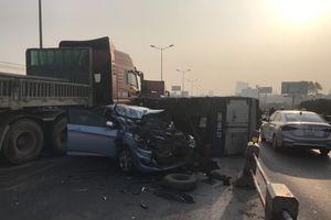 5 ô tô tai nạn liên hoàn trên cầu Thanh Trì