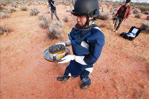 Khoang chứa mẫu đất đá từ tiểu hành tinh Ryugu trở về Nhật Bản
