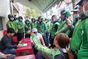 Hàng trăm tài xế vây trụ sở Grab tại Đà Nẵng phản đối mức chiết khấu mới