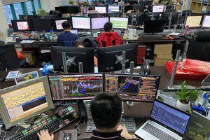 Dùng hình ảnh gợi cảm, giàu sang lôi kéo đầu tư Forex