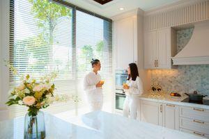 Vợ chồng Hồ Hoài Anh chuộng không gian sống nhiều cây xanh