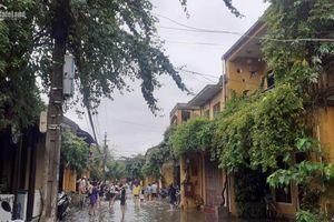 Phố cổ Hội An oằn mình vì bão lũ