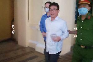 Clip cảnh sát dẫn giải cựu Phó Chánh án TAND quận 4 Nguyễn Hải Nam hầu tòa