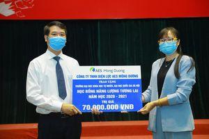 Trao Học bổng Năng lượng Tương lai AES cho sinh viên xuất sắc tại Hà Nội