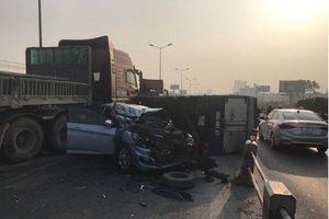 Tai nạn liên hoàn giữa 5 ô tô trên cầu Thanh Trì gây ùn tắc kéo dài