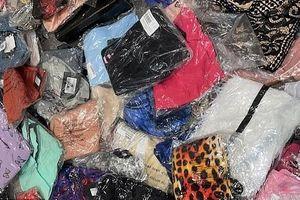 Cô gái mua 78 bộ quần áo với giá chưa đến 50 USD