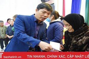 Tặng 80 suất quà cho người khiếm thị ở Lộc Hà