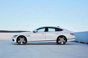 Cận cảnh xe sedan công suất 374 mã lực, giá hơn 1,7 tỷ đồng