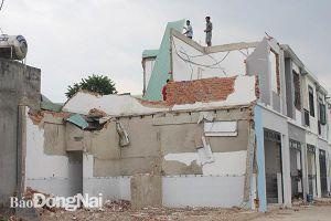Chủ nhà tự tháo dỡ 2 căn nhà lầu xây dựng trái phép