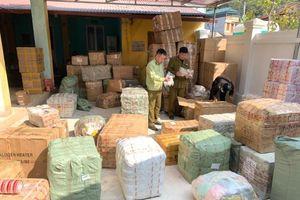 Xe chuyển phát nhanh J&T vận chuyển hàng nghìn hàng hóa nhập lậu