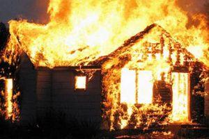 Quảng Ninh: Khởi tố vụ án chồng dùng xăng đốt nhà khiến vợ bỏng nặng