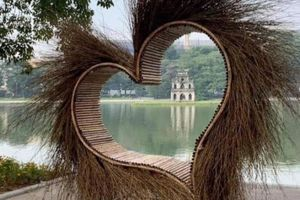 Giám đốc Sở Văn hóa Hà Nội lên tiếng về 'trái tim đầy lông lá' đặt ngay cạnh bờ hồ Hoàn Kiếm