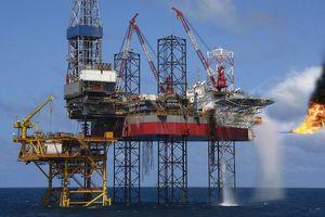 Giá dầu bật tăng: Người mừng, kẻ lo