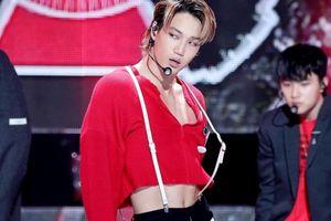 4 kiểu trang phục gây tranh cãi của nam idol Kpop