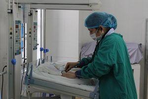 Bệnh viện huyện nuôi sống trẻ sinh non chỉ bảy lạng