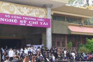 Đông đảo nghệ sĩ, người dân đến viếng, tiễn biệt nghệ sĩ Chí Tài