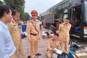Nghệ An: Thu giữ hàng chục cối pháo vận chuyển trái phép trên xe khách
