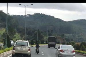 Lâm Đồng: Xác định danh tính nam thanh niên đầu trần đi xe máy đánh võng trên đường