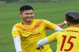 Quang Hải chấn thương, Phan Văn Long sẵn sàng cạnh tranh với Công Phượng