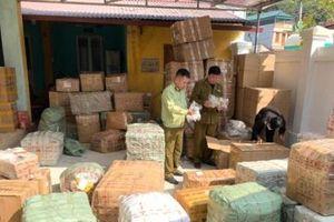 Lạng Sơn: Xe chuyển phát nhanh J&T vận chuyển hơn 1.500 sản phẩm nghi nhập lậu