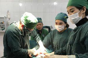 Cứu sống con và thai phụ vỡ tử cung nhau cài răng lược