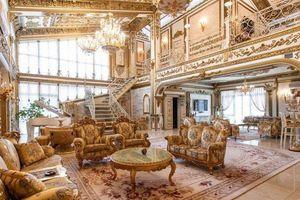 Cận cảnh cung điện vàng 'núp bóng' nhà cấp 4