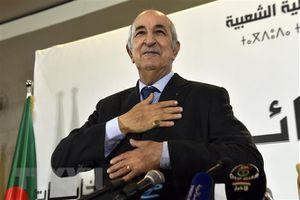 Tổng thống Algeria lần đầu xuất hiện trên truyền hình sau gần 2 tháng