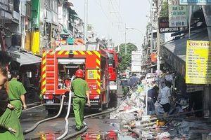 Cháy lớn tại nhà dân ở Sài Gòn, nhiều người di tản tài sản