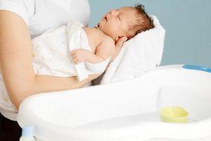 Tắm cho bé đúng cách để không bị ốm trong mùa đông